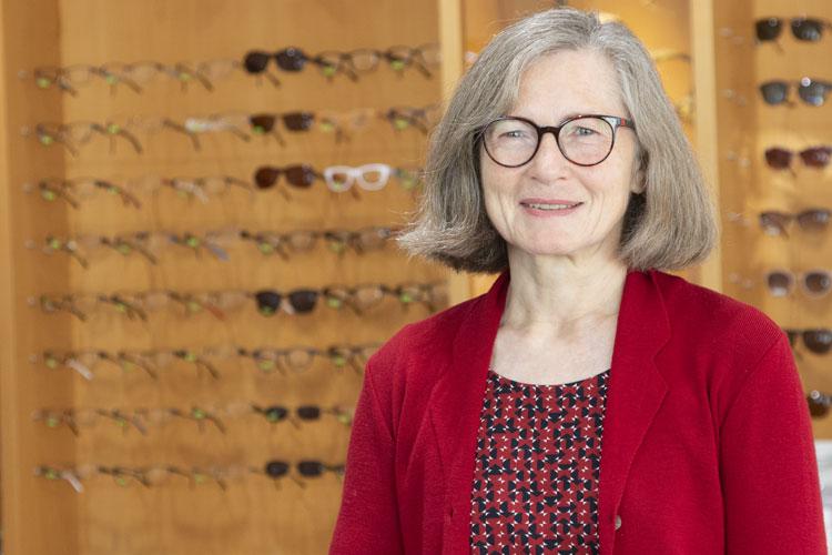 Augenopitikerin Elisabeth Kazenwadel